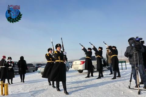 23 февраля 2021 года в честь праздника возложили цветы к Мемориалу Лес Памяти.
